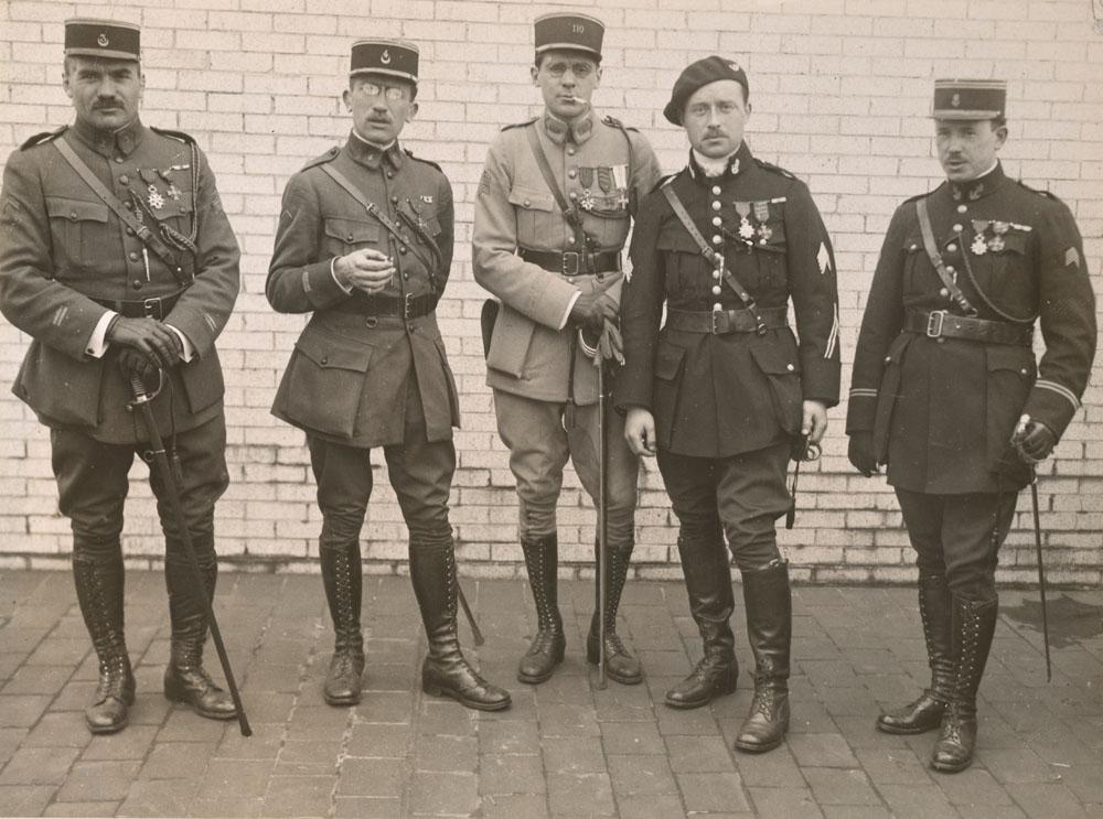 Officiers français : lieutenants Edouard, Podevin, Canal, Cluseau et La Vie